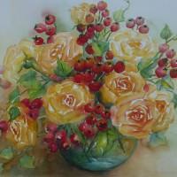 Vaas met rozen en bottels
